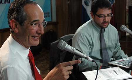 Despacho Presidencial: programa radial de Álvaro Colom, Presidente de Guatemala