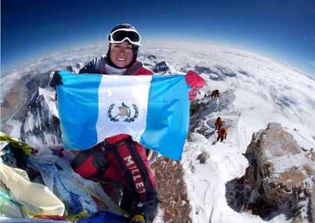 La Deportista de Guatemala, Andrea Cardona, alcanzó la cima del Monte Everest.