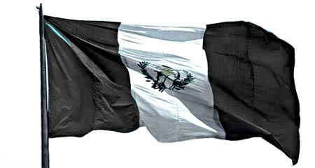 Bandera de Guatemala, de luto en las fiestas de Independencia