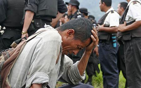 Imagen de desalojo en Guatemala. Mimundo.org