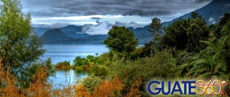 En Sololá, una hermosa vista de El Lago de Atitlán en Guatemala.