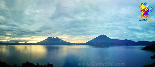 Lago de Atitlán en Sololá, Guatemala.