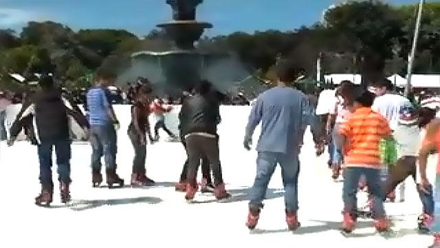 Patinaje sobre hielo en la Ciudad de Guatemala.