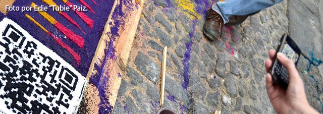 Semana Santa en Guatemala con alfombras de aserrín y QR codes.