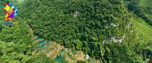 Semuc Champey - Piscinas de agua cristalina. En Alta Verapaz, Guatemala.