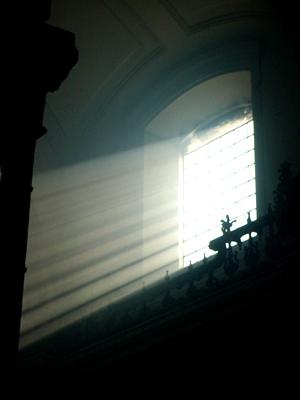La luz divina alumbra el templo