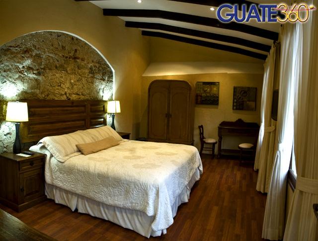 Habitación 107 15-Antigua-Guatemala-Hotel-Casa-Santa-Rosa-habitacion-cuarto