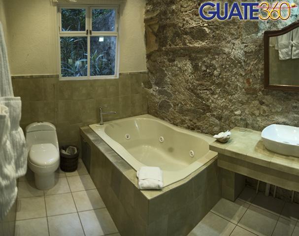 guatecom fotos de casa santa rosa hotel boutique jacuzzi en suite de la antigua guatemala