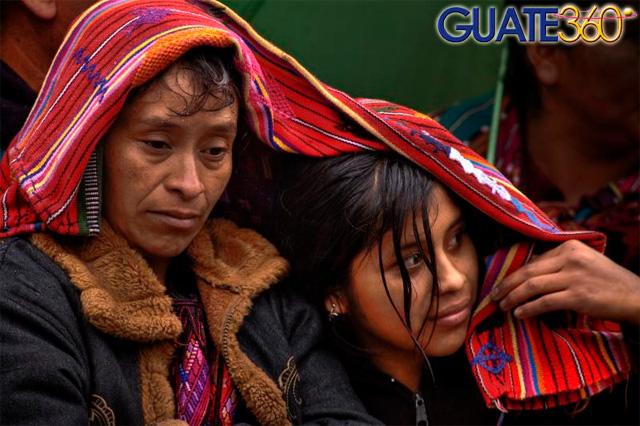 Fotograf A De Guatemala Damas Chichicastenango Cubriendose La